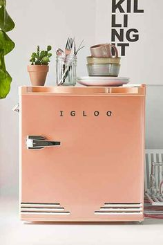 Mini Refrigerator Home Interior, Interior And Exterior, Decor Scandinavian, Retro Home Decor, My New Room, Room Inspiration, Interior Inspiration, Home Kitchens, Urban Outfitters