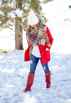 The humble plaid blanket scarf makes our winter capsule. Cosy, comforting and stylish. Red Coat Outfit, Plaid Scarf Outfit, Blanket Scarf Outfit, Red Plaid Scarf, Tartan Plaid, Red Hunter Boots, Hunter Boots Outfit, Cute Christmas Outfits, Cute Winter Outfits
