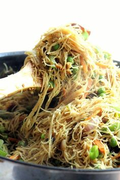 Stir fried singapore style noodles with paneer. A simple, delicious vegetarian dinner!