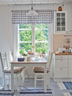Of hearth and home Sweet Home, Home Interior Design, Interior Decorating, Summer House Interiors, Cottage Dining Rooms, Cocinas Kitchen, French Style Homes, Beautiful Kitchen Designs, Scandinavian Home