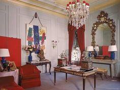 Photographer Cecil Beaton's living room in his suite at the Plaza Hotel 1946 Photo Dmitri Kessel Elegant Home Decor, Elegant Homes, Hygge Home Interiors, French Interiors, Unique House Design, Cecil Beaton, Plaza Hotel, Celebrity Houses, Best Interior