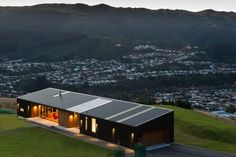 View the stunning Hau Nui House by Tennent Brown Architects and Master Builder Scotty's Construction, Wellington. Contact Scotty's today. Modern Barn House, Casas Containers, Long House, Shed Homes, House Roof, Building A House, Construction, House Design, House Styles