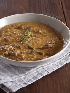 Σούπα με γλυκό τραχανά και μανιτάρια - www.olivemagazine.gr Greek Recipes, Soup Recipes, Recipies, Cooking Recipes, Vegan Vegetarian, Vegetarian Recipes, Soups And Stews, Food And Drink, Pasta