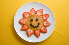 Healthy Sunflower pancake ~ (Kids Creative Breakfast Idea) this can be made using your favorite paleo or vegan pancake recipe, sliced strawberries, blueberries and vegan (healthy) chocolate chips