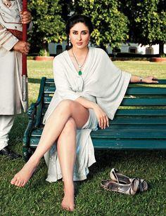 Kareena Kapoor on Hello Magazine 2013 Bollywood Actress Hot Photos, Indian Actress Hot Pics, Indian Bollywood Actress, Bollywood Girls, Beautiful Bollywood Actress, Beautiful Indian Actress, Bollywood Fashion, Indian Actresses, Bollywood Bikini