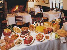 tavola imbandita con specialità del Piemonte e Torino #food #italy