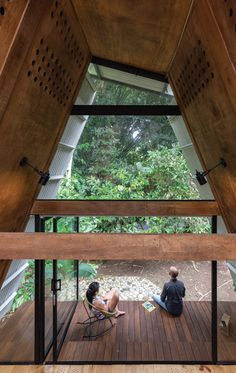 Prefabricated Huaira cabin nestles within verdant farmland in Ecuador Merida, Corrugated Sheets, Prefab Cabins, Tiny House Cabin, Tiny Houses, Hot And Humid, Wooden Cabins, Wood Patio, Wood Siding