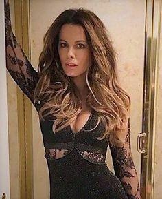 Kate Beckinsale Hair, Kate Beckinsale Pictures, Most Beautiful Women, Beautiful Celebrities, Absolutely Stunning, Brooks & Dunn, Single Women, Eye Candy, Bodycon Dress