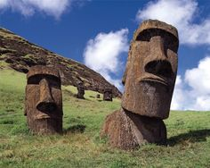 Easter Island is branded into popular consciousness as the home of the mysterious and towering moai statues, but these are not the only curiosity the Easter Island Moai, Easter Island Statues, Machu Picchu, Ancient Aliens, Ancient Art, Sites Touristiques, Poster Pictures, Beautiful Islands, Beautiful Places