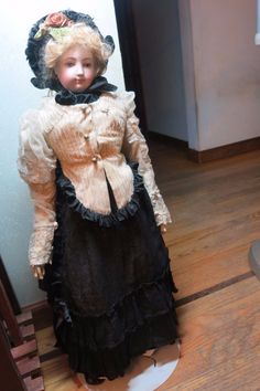 """ANTIQUE BISQUE FRENCH  FASHION POUPEE TYPE  27"""" UNMARKED ORIGINAL BODY/PATE/WIG  