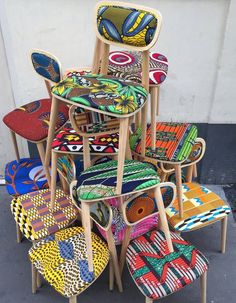 Deco wax : le tissu africain colore la maison - Clem Around The Corner African Textiles, African Fabric, African Prints, Ankara Fabric, Ethno Design, African Home Decor, Funky Furniture, African Design, African Interior Design