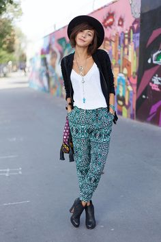 7 Street Style Outfits with Harem Pants to Recreate . 7 Street Style Outfits with Harem Pants to Recreate . Boho Chic - 7 Street Style Outfits with Harem Pants to Recreate…<br> Fashion Moda, Boho Fashion, Fashion Outfits, Womens Fashion, Street Style Outfits, Casual Outfits, Cute Outfits, Casual Pants, Harem Pants Outfit