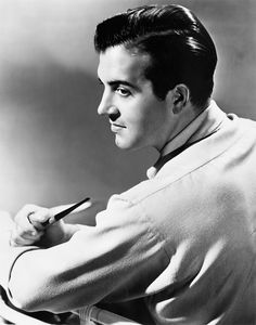 John Payne - Loved him in Miracle on Street Hollywood Men, Hollywood Icons, Golden Age Of Hollywood, Hollywood Stars, Classic Hollywood, Classic Movie Stars, Classic Movies, John Payne Actor, Miracle On 34th Street