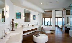 Large and beautiful San Diego #bathroom area.