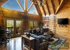 Papa Bear's Lodge - Come and experience some of the most excellent panoramic views of the Great Smoky Mountains National Park.