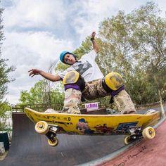 Il weekend è già finito?!?! E' di nuovo Lunedì? Affronta la nuova settimana a suon di trick!!  @andrea_gummy_casasanta in Fside Five O al @bunker_skatepark_rm   by @giorgiopasqualetti   #skate #skateboard #skateboarding #instask8 #kahunashop #vert #bunkerskatepark #romeskateboarding #roma #skatelife #skatepark #enjoythefamily #sk8 #photography #photographer #vsco #instalike