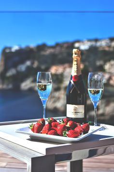 imposingtrends:  Moët & Strawberries | ImposingTrends | Facebook | Instagram
