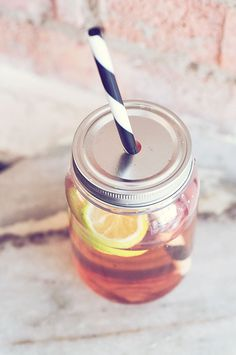 http://www.casamina.se/butik/barnrummet/drinkburk-med-lock-och-sugror-cool-drinks-to-go/