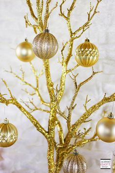 Check out this step-by-step post on How to Set Up a Holiday Gold Candy Table along with my girlfriend tips and shopping list! Bridal Party Tables, Bridal Shower Tables, Rustic Bridal Shower Invitations, Bridal Shower Rustic, Wedding Table, Golden Birthday Parties, 50th Birthday, Holiday Parties, Happy Birthday