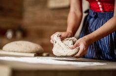 Aktivitäten im Hotel: Kurse und Workshops Camembert Cheese, Dairy, Food, Wood Furnace, Mountains, Nature, Essen, Meals, Yemek