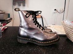 Metallic silvriga Dr Martens stl 37 felfria på Tradera.com - Boots och