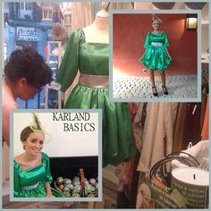 ... #Uniformamos ...  Para estas navidades pasadas, recibimos un encargo que nos llenó de ilusión. Poner color y vida a la #colección de Body Shop para una #campaña especial.   Os dejamos el resultado de estos vestidos, que lucieron las chicas en la época más entrañable del año.  Feliz miércoles  Equipo Karland Basics  #KarlandBasics #Uniformes #ConfecciónAMedida #CulturaDeEmpresa #CampañasYPromociones #VisteTuMarca