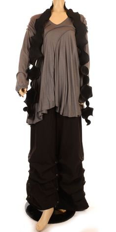 i want more lagenlook clothes in my life (says another pinner). I say:  yes, but in a toned-down version. Not so many layers. Not so many ruffles. Not so much bunchiness in the skirt. But the idea -- loose and flowy and kind of boho (the gypsy-girl answer to Steampunk):  yeah, that.