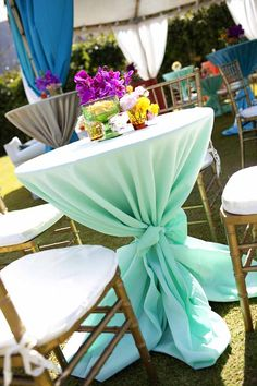Tropical table decor and floral centerpieces, created by Passion Roots, Hawaii Wedding Florist.  www.passionroots.com