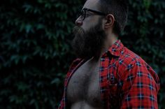 i don't know why but i'm insanely/strangely attracted to him. i need a mountain man!