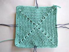 Veľkosť dna volíme podľa velkosti hotovej tašky. Menšia kabela je štvorec cca 20x20cm. Väčšia taška na nákupy radšej štvorec o rozmeroch 26x26 cm Drawstring Backpack, Crochet Top, Knitting, Dna, Bags, Women, Crochet Purses, Handbags, Chrochet