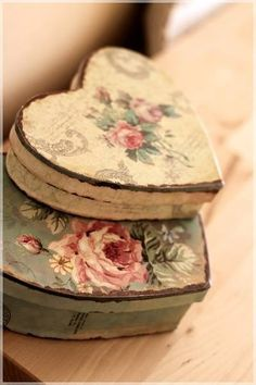 heart box - Home Home will be sweet Home - Decoupage Box, Decoupage Vintage, Vintage Tins, Shabby Chic Boxes, Shabby Chic Style, Wooden Painting, Tole Painting, Donut Decorations, Painted Boxes
