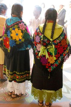 Mazahua Women Mexico by Teyacapan. The traditional costumes of various regions of Mexico. for more of Mexico visit www.