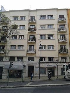 Lisboa, Rua Alexandre Herculano. Apartamento com 150 m2 em bom estado. Vendido em Janeiro de 2015 por 300 mil euros. Vendido por Diogo Neto.