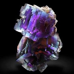 Stunning Fluorite from Tennessee, USA (specimen: Gobin, photography: Joaquim Callén) Amazing Geologist Minerals And Gemstones, Rocks And Minerals, Rare Gemstones, Natural Crystals, Stones And Crystals, Gem Stones, Healing Crystals, Natural Stones, Beautiful Rocks