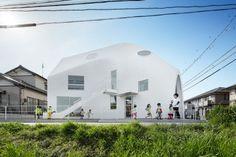MAD Architectsによる、愛知県岡崎市の住居兼幼稚園「クローバーハウス」 | architecturephoto.net