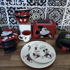 Mickey Mouse House, Mickey Mouse Clubhouse Birthday Party, Mickey Minnie Mouse, Style Disney, Disney Dream, Cozinha Do Mickey Mouse, Mickey Drawing, Cinderella, Disney Souvenirs