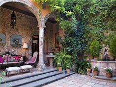 Spanish Hacienda - klätterväxterna på muren