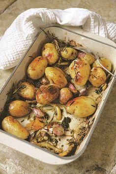 Aardappels uit de oven met citroen tijm en knoflook