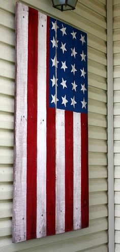 Pallet Wood Flag - love it! If I made this the stars would be on the left side of the flag while hanging this way.