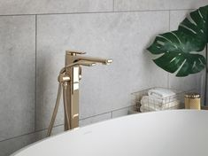 Sleek & graceful, our Hoxton bath-shower mixer (pictured here in polished brass) is the perfect partner for a statement freestanding bath. Whether it's a traditional roll-top cast iron tub or a seamless one-piece solid stone elliptical design, the finished look creates an instant statement in a large bathroom #perrinandrowe #polishedbrass #moderntaps #bathroomdesignideas #bathroominspiration #luxurybathroomdesign #interiordesign #realhomeinspiration Bathroom Design Luxury, Modern Bathroom Decor, Vintage Kitchen Decor, Large Bathrooms, Dream Bathrooms, Modern Bathrooms, Cast Iron Tub, Brass Tap, Freestanding Bath