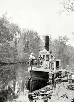 "librar-y: "" Florida in the Brown's Landing, Rice Creek. Vintage Florida, Old Florida, Florida Travel, Vintage Photographs, Vintage Images, Old Pictures, Old Photos, Steam Boats, Photos Originales"