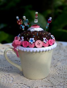 Mod Pincushion by EQuiltShop on Etsy