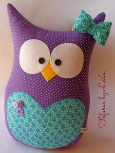 Fofuras de feltro... Pillow Pals, Owl Pillow, Cute Pillows, Baby Pillows, Owl Crafts, Diy And Crafts, Sewing Crafts, Sewing Projects, Fabric Animals