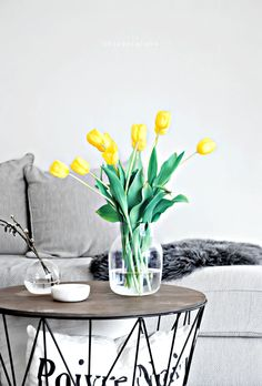 Only Deco Love: Easter theme with Yellow Tulips Black Interior Design, Interior And Exterior, Good Day Sunshine, Home Flowers, Easter Flowers, Yellow Tulips, Nordic Home, Nordic Design, Home Staging