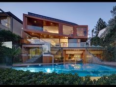 This Contemporary style beachfront home is located at 32 The Serpentine in Bilgola Beach, Sydney, New South Wales, Australia. Internal Courtyard, Richest In The World, Thing 1, Unusual Homes, Luxury Real Estate, Contemporary Style, Contemporary Bedroom, Contemporary Architecture, House Tours