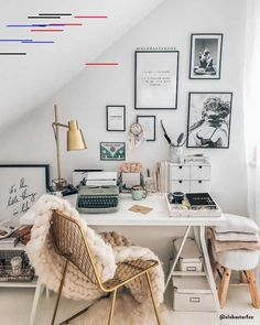 gorgeous cozy dorm room ideas you'll want to copy 42 Home Office Design, Home Office Decor, Home Decor, Cozy Dorm Room, Dorm Room Organization, Organization Ideas, Small Closets, Relax, Office Interiors