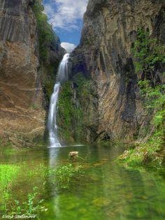 The Skakavitsa Waterfall in the Rila Mountains Beautiful World, Beautiful Places, Bósnia E Herzegovina, Montenegro, Sofia Bulgaria, Photos Voyages, Eastern Europe, European Travel, Travel Destinations