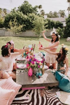 Coachella Inspired Bachelorette junggesellinnenabschied, Featured on Green Wedding Shoes: in Palm Springs, Ca Palm Springs, Aloha Party, Bacherolette Party, Party Time, Bachelorette Party Decorations, Bachelorette Ideas, Picnic Party Decorations, Picnic Parties, Poses References