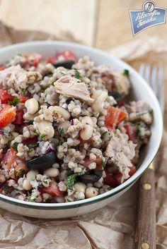 Sałatka z kaszy gryczanej i tuńczyka Polish Recipes, Cobb Salad, Potato Salad, Grains, Good Food, Food Porn, Lunch Box, Food And Drink, Rice