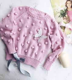 5 pasos de como hacer un sueter tejido para niña - Diy Crochet Cardigan, Baby Sweater Knitting Pattern, Gilet Crochet, Knit Baby Sweaters, Knitted Baby Clothes, Crochet Coat, Girls Sweaters, Baby Knitting Patterns, Diy Crafts Knitting